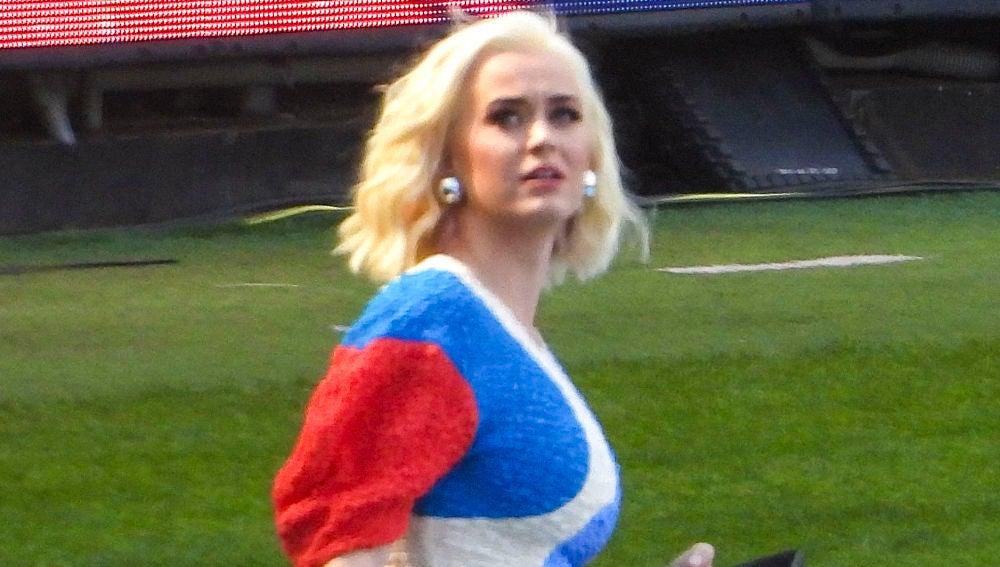 Katy Perry presume de su primer look de premamá