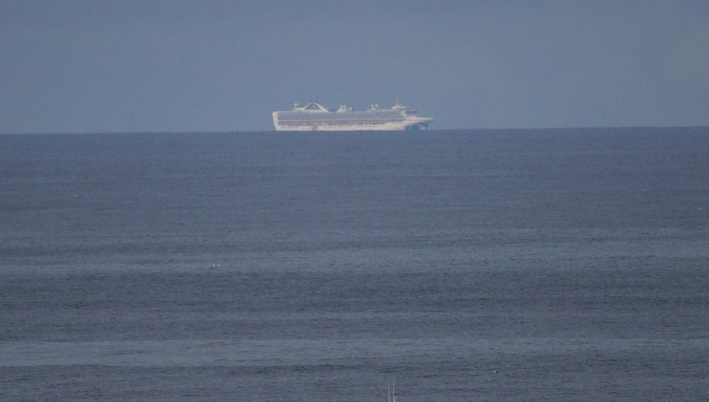 Autorizan el desembarco del crucero con 21 contagiados