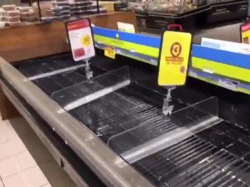 Largas colas en los supermercados de Madrid tras las medidas anunciadas por Ayuso sobre el coronavirus
