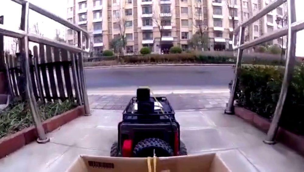 Compra comida con un coche con control remoto