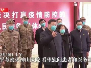 China exhibe su control del coronavirus con la visita de su presidente a la zona de Wuhan