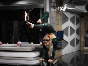 La fascinante performance de Orissa Kelly en 'El Hormiguero 3.0': tiro con arco con los pies