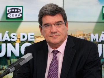 José Luis Escrivá en los estudios de Onda Cero
