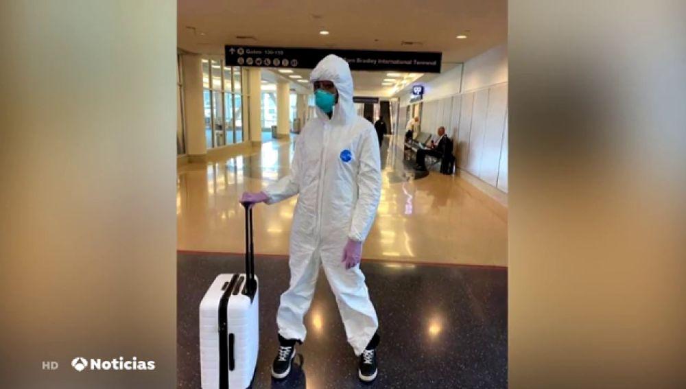 El traje de Naomi Campbell para combatir el coronavirus