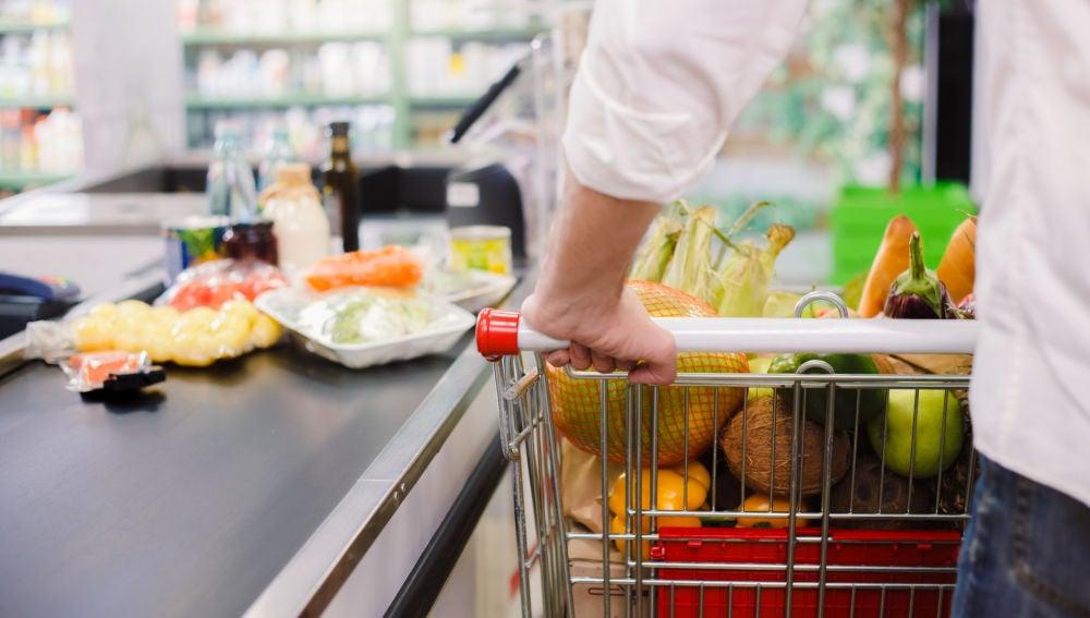 Cola en el supermercado