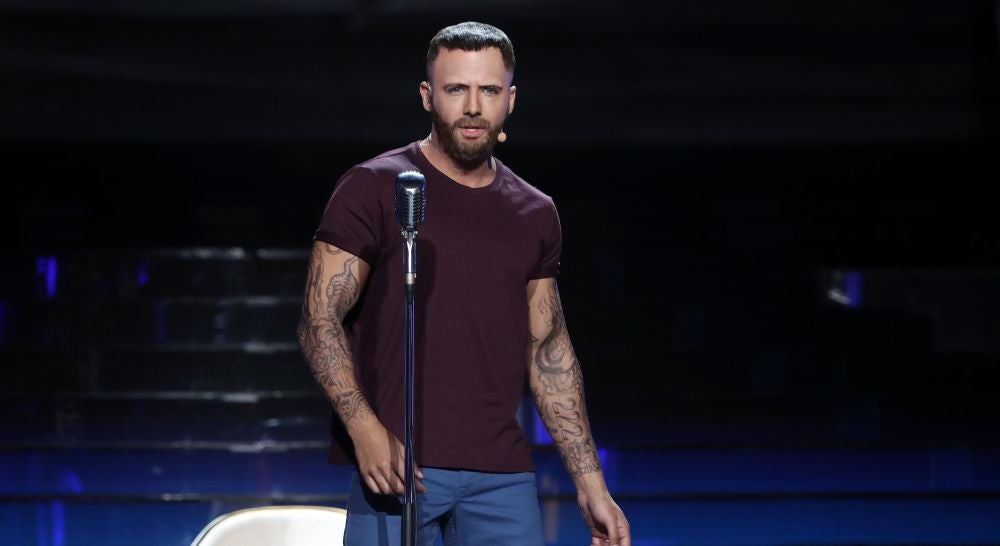 El potente discurso feminista de Jorge González como Maroon 5 en 'Girls like you'