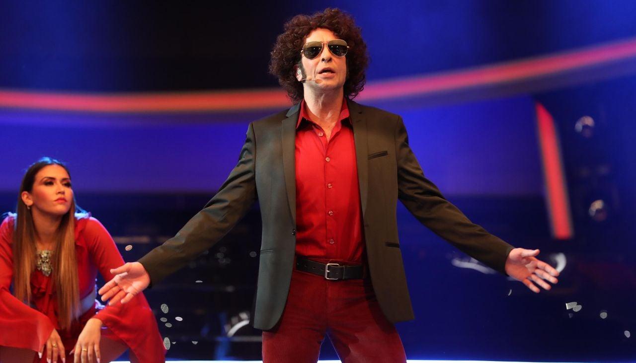 Mario Vaquerizo se convierte en Andrés Calamaro y le canta a su 'Flaca'