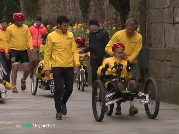 Pedro, un joven con parálisis cerebral, termina el Camino de Santiago junto a Gómez Noya