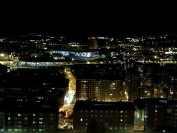 El emotivo aplauso desde los balcones de toda España en homenaje a los sanitarios que luchan contra el coronavirus