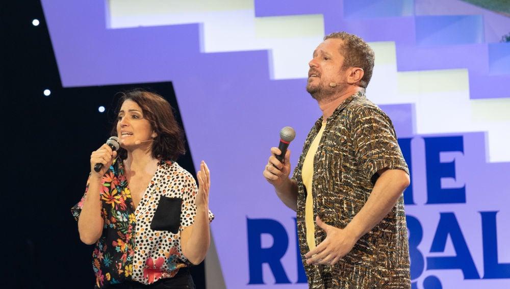 """""""No daba un duro por vosotros"""", Silvia Abril y El Monaguillo cantan al revés un clásico de José Luis Perales"""
