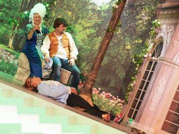 Silvia Abril y José Corbacho protagonizan un esperpéntico drama de época en el 'Teatro de pendiente'