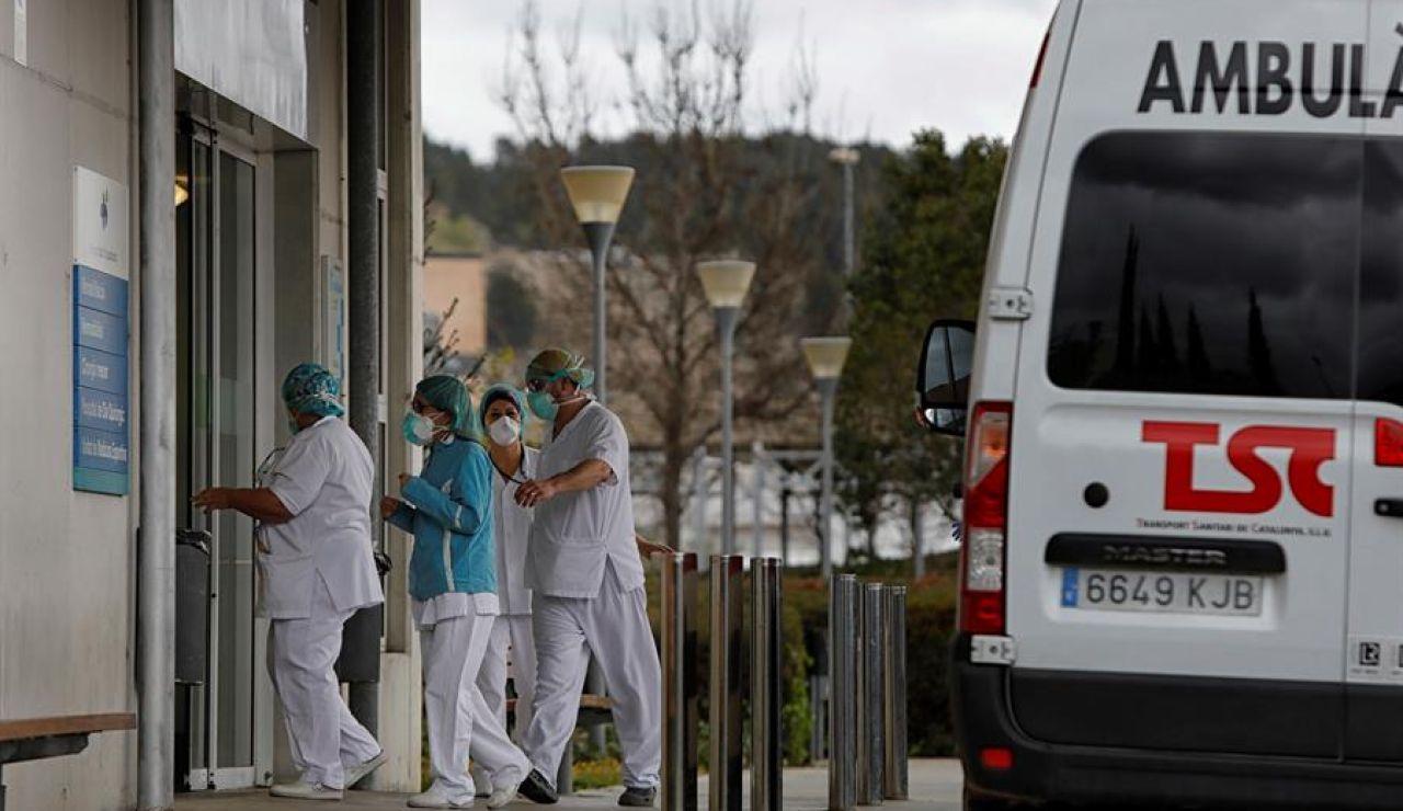 Sanitarios atendiendo en la crisis del coronavirus