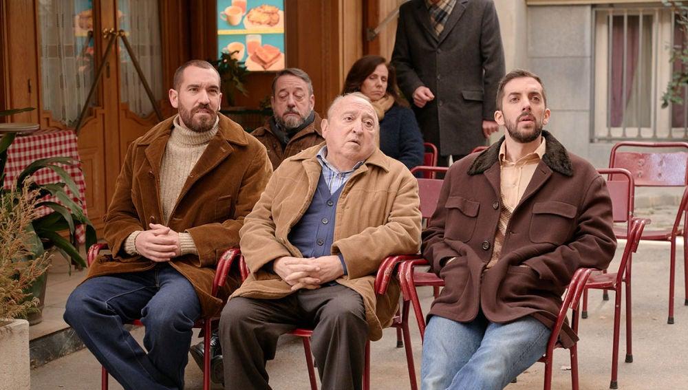 Manolo y Pelayo se disputan el puesto de presidente de la Asociación de vecinos