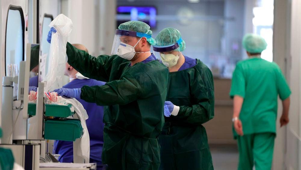 Sanitarios alemanes en un hospital de Essen