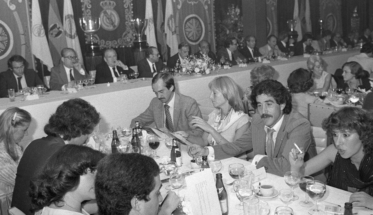 Goyo Benito, el primero por la derecha