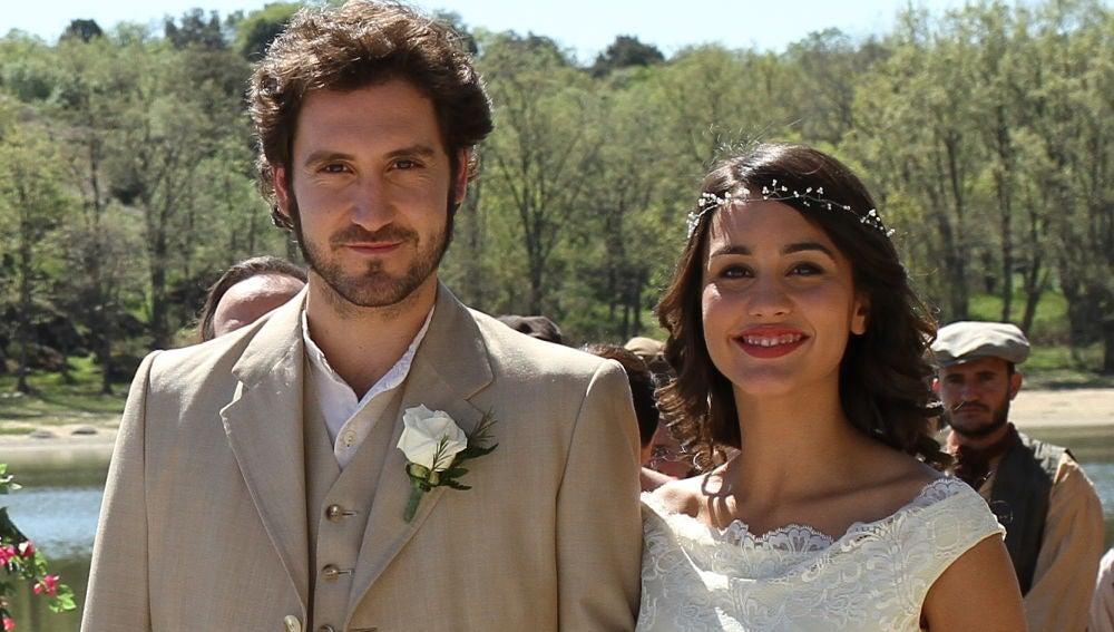 Megan Montaner y Álex Gadea en la boda de sus personajes