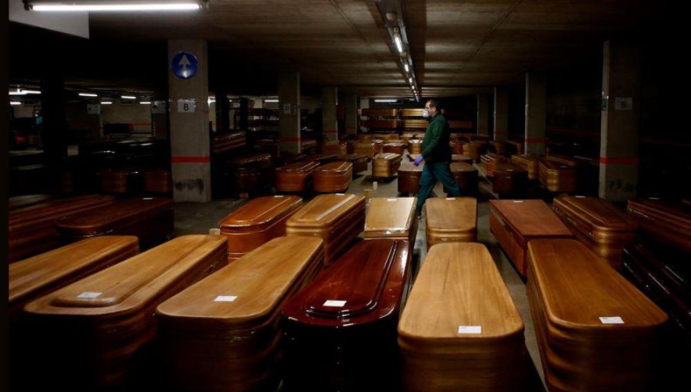Un parking en Collserola convertido en morgue por el aumento de fallecidos en Cataluña