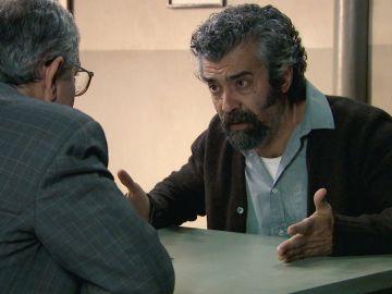 Curtis, acorralado pide desesperadamente ayuda a Quintero