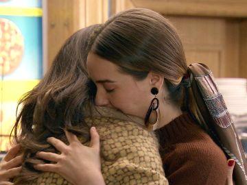 Luisita da un gran paso en su distante relación con Amelia