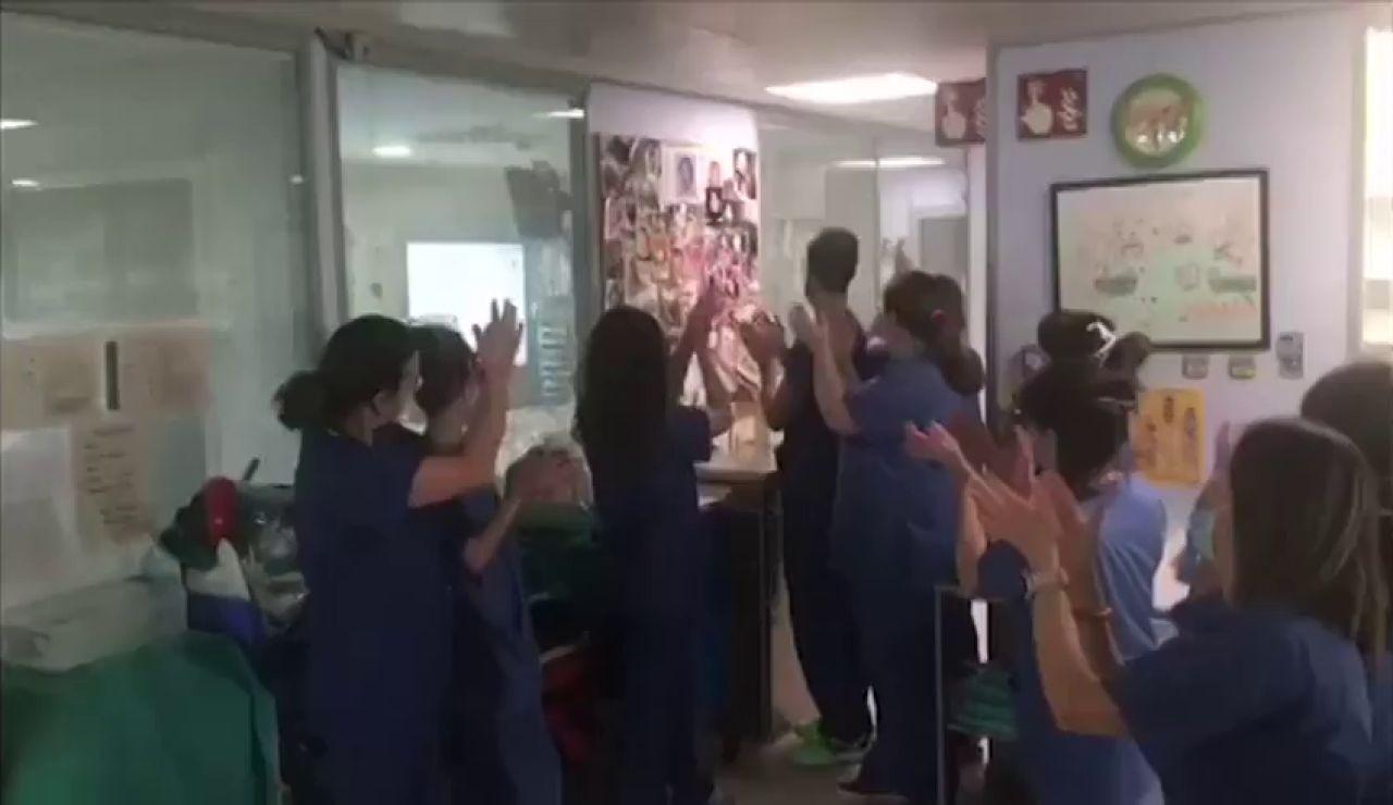 Extuban a un bebé de cuatro meses con coronavirus en la UCI del Hospital Materno Infantil de Málaga