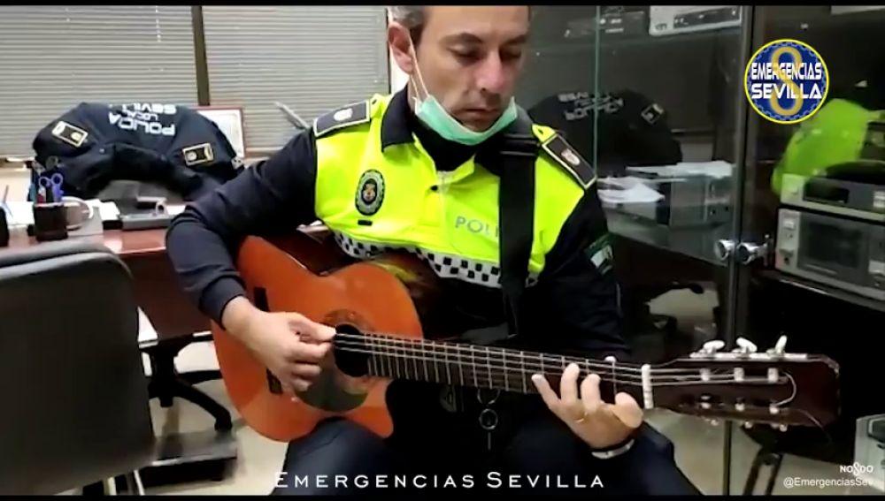La Policía Local lanza una emocionante canción para animar a los sevillanos en la cuarentena por coronavirus