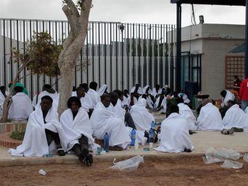 Inmigrantes en Melilla tras saltar la valla
