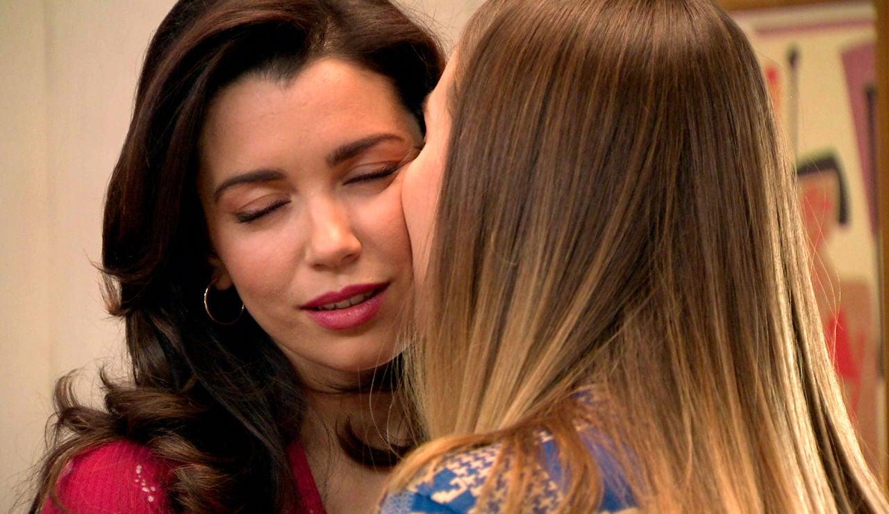 Luisita y Amelia tratan de controlar su deseo