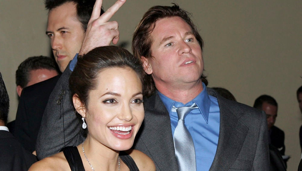 Angelina Jolie junto a Val Kilmer en 2004