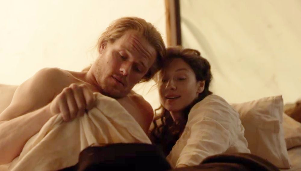 Sam Heughan y Caitriona Balfe como Jamie y Claire Fraser en 'Outlander'