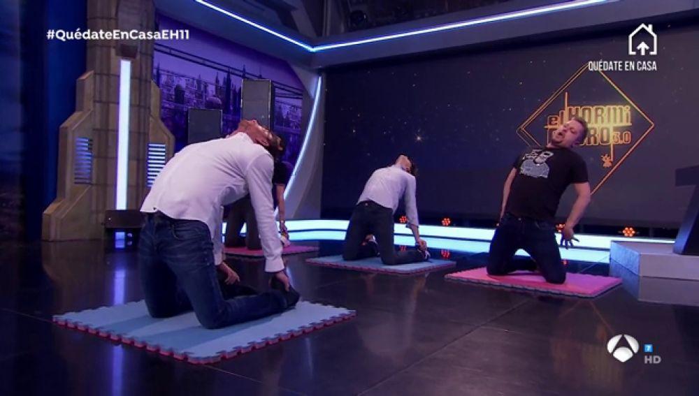 La relajante lección de yoga de Pablo Motos para quitar la ansiedad