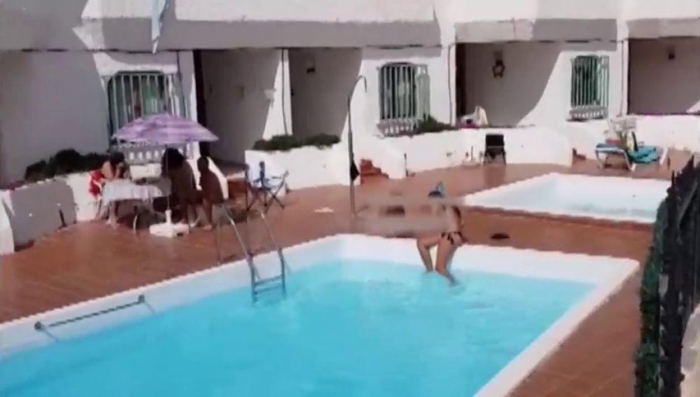 Sorprendidas varias personas en una piscina comunitaria en Gran Canaria durante el confinamiento por coronavirus