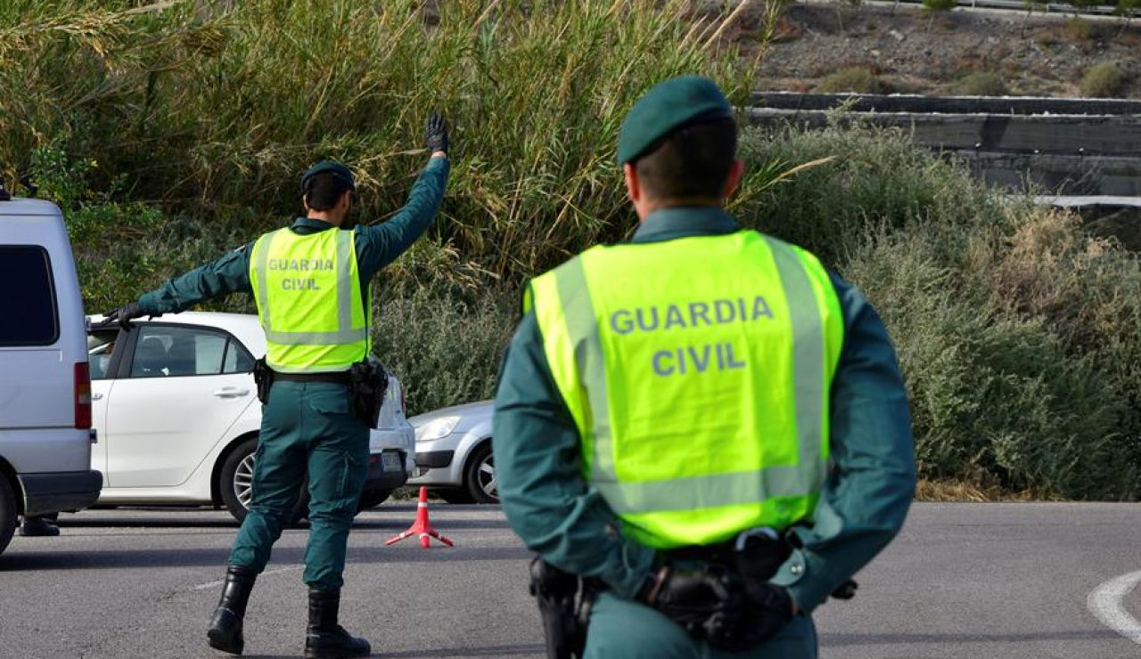 Guardia Civil en un control de carretera
