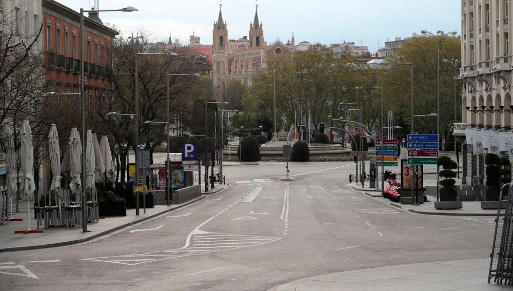 Vista de la Plaza Canovas del Castillo en Madrid, durante el estado de alarma.