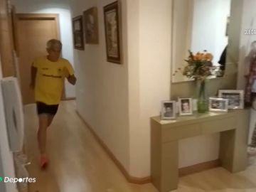 Juan, el hombre de 76 años que corre en casa 10 km al día durante el confinamiento por el coronavirus