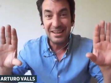 Arturo Valls revela la surrealista celebración del Domingo de Pascua con su hijo en casa