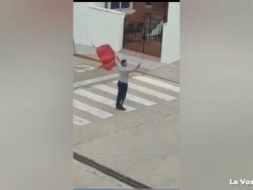 Un hombre se salta el confinamiento por coronavirus para salir a 'torear' en Vejer de la Frontera, Cádiz