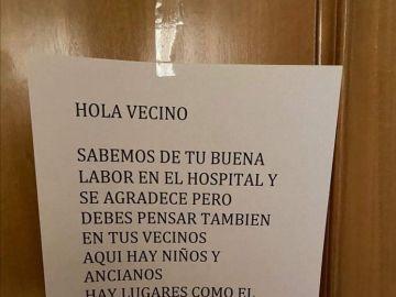 El cartel de un vecino a un médico