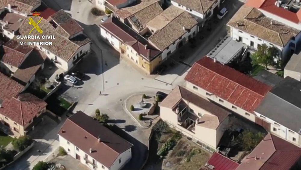 La Guardia Civil usa un dron para pillar a cuatro vecinos reincidentes reunidos en la plaza de Adiós, en Navarra
