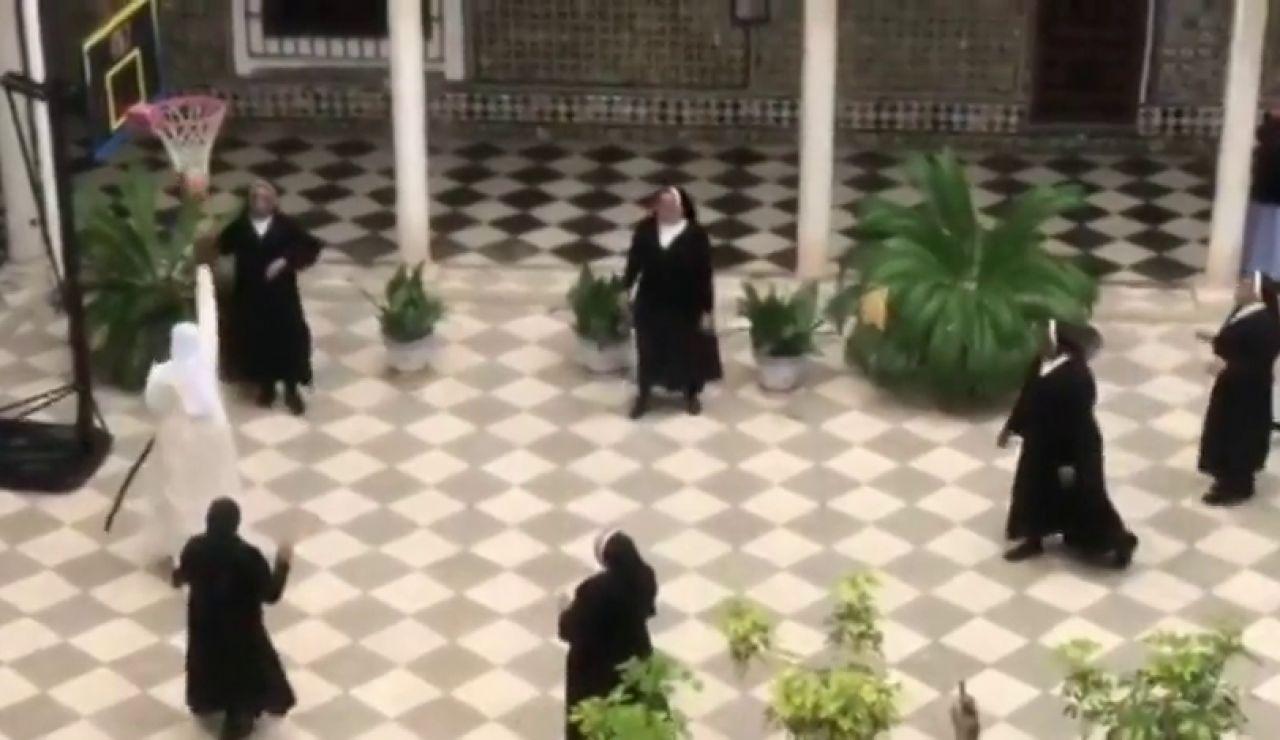 Las monjas de San Leandro dejan las yemas por el baloncesto en tiempos de coronavirus