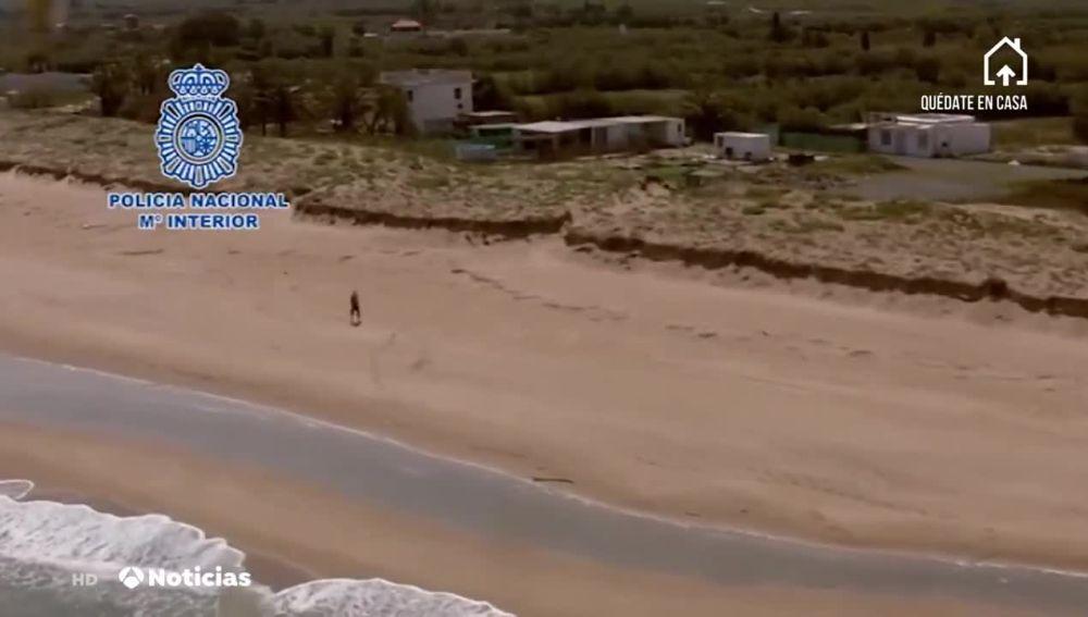 Multado por pasear por la playa en Valencia durante el confinamiento