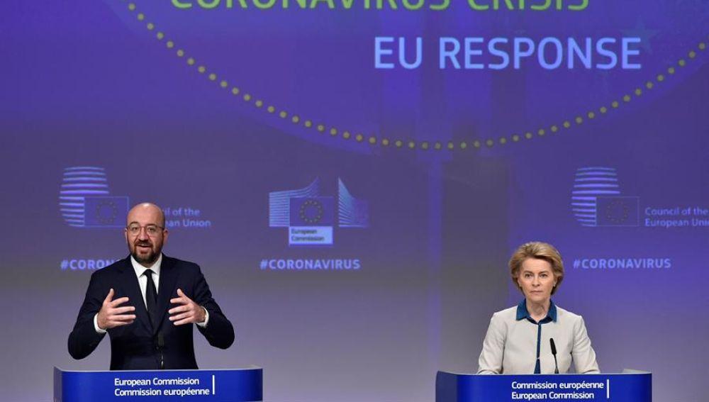 La presidenta de la Comisión Europea, Ursula von der Leyen y el presidente del Consejo, Charles Michel,