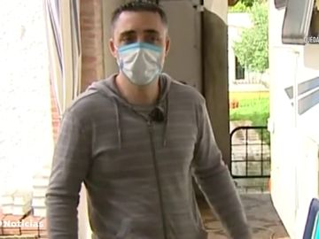 El policía local de Sevilla que lleva un mes viviendo en una caravana para proteger a su familia del coronavirus