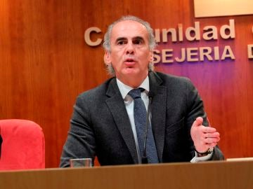 El consejero de Sanidad de la Comunidad de Madrid, Enrique Ruiz Escudero
