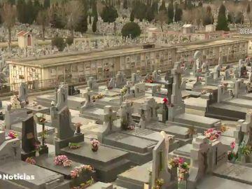 """Los enterradores, sobre la dureza de los entierros en soledad por el coronavirus: """"Hay quiénes lo graban para pasarlo a sus familiares"""""""