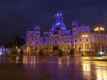 Cibeles y Alcalá teñidos de azul como agradecimiento a los sanitarios