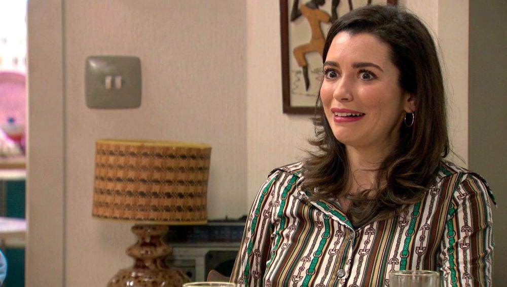La inesperada compañera de piso que deja a Amelia y Marina alucinadas