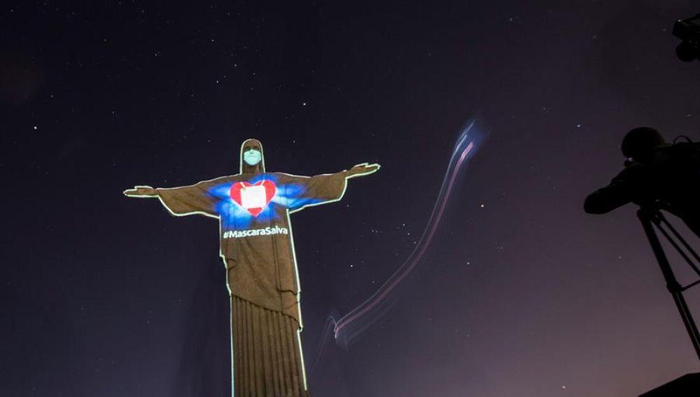 El Cristo Redentor con mascarilla