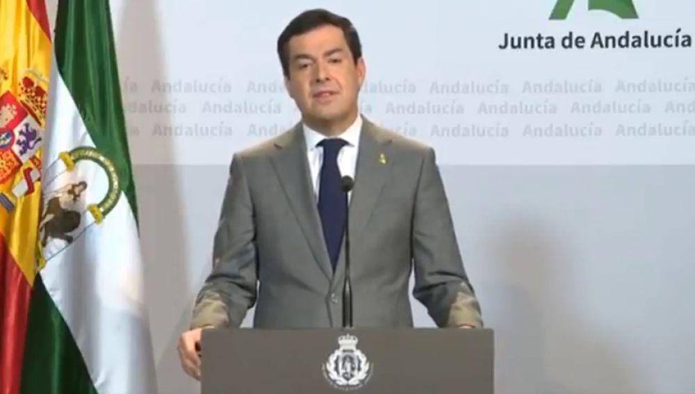 Polémica por el cambio en el escudo que usa el presidente de la Junta de Andalucía