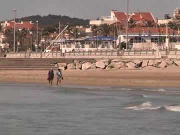 Sitges reabre sus playas para pasear o hacer deporte sobre la arena durante la fase 0 de la desescalada por coronavirus