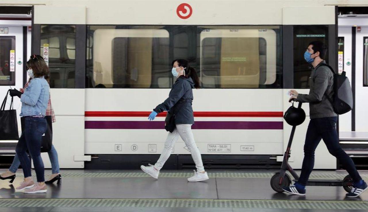 Usuarios del transporte público en el día que arranca la Fase 0 de la desescalada